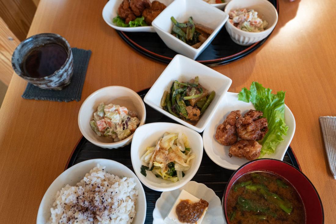 Le café Waka chez Otera House sert un déjeuner végétarien à Kyoto