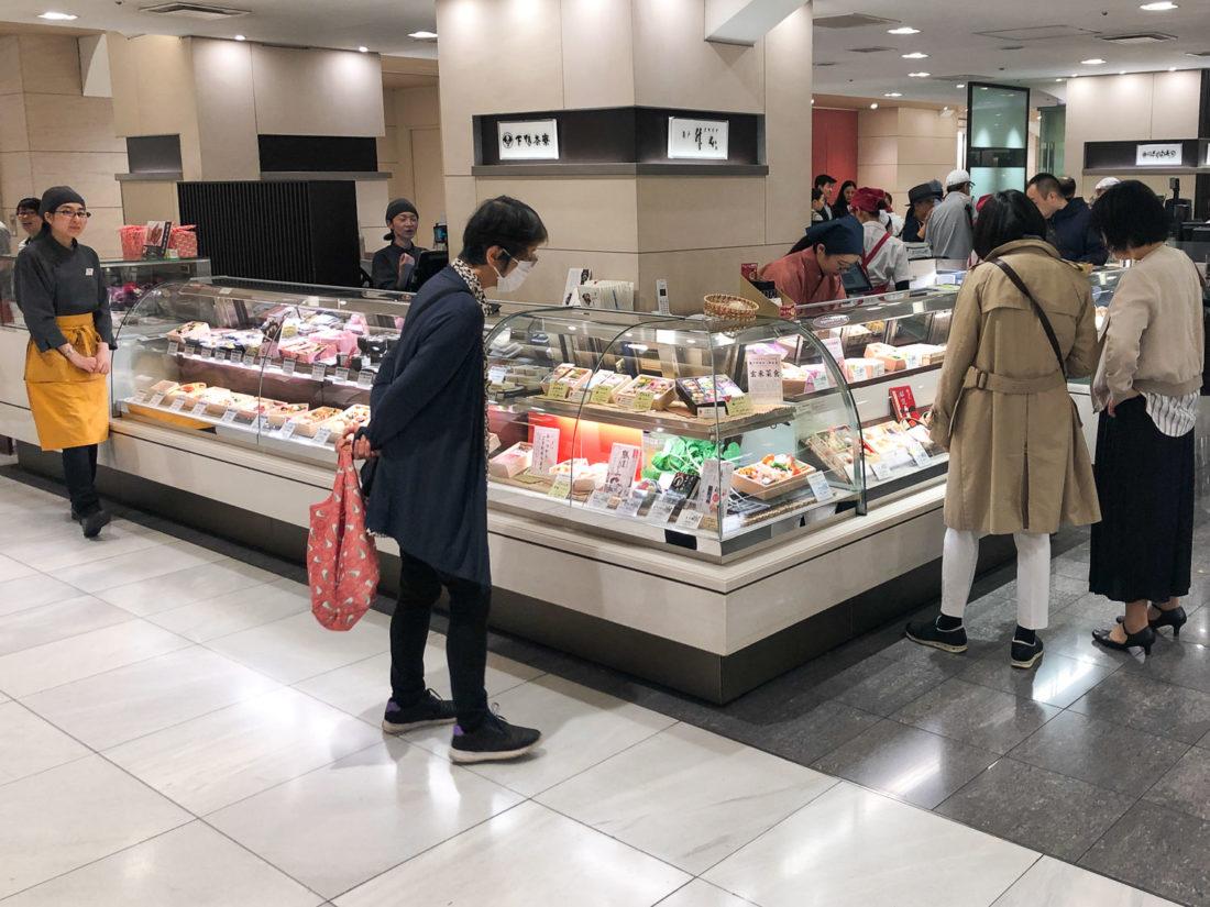 Le stand Masumoto au rez-de-chaussée B1 d'Isetan Shinjuku, qui vend des boîtes à bento végétaliennes