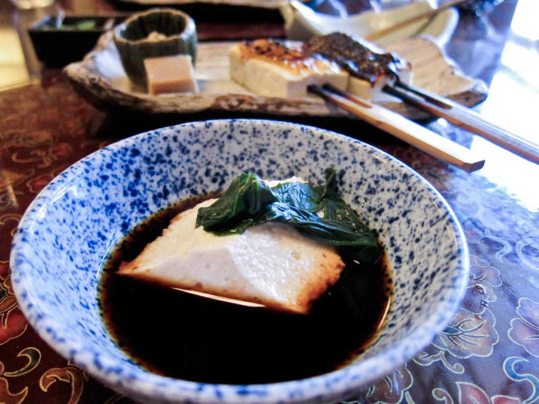 Le tofu végétalien Tosuiro se déroule à Kyoto