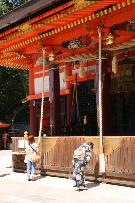 Prier à Yasaka-jinja