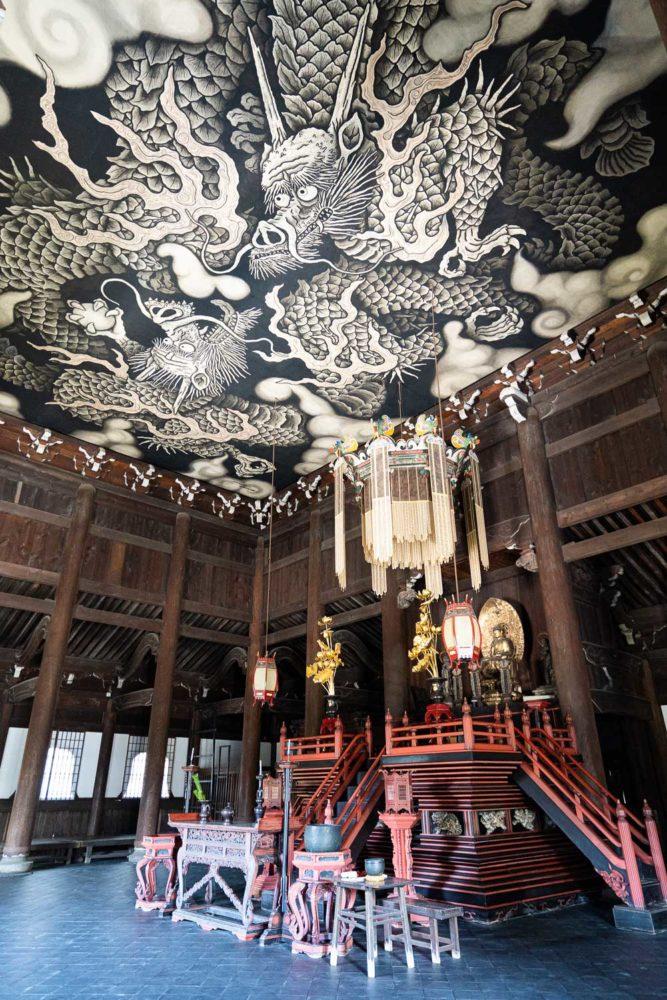 Peinture de plafond de dragons jumeaux chez Kennin-ji à Kyoto, Japon