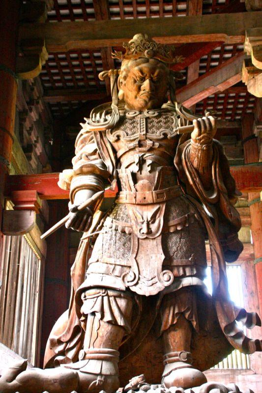 Nio ou statue de gardien au temple Todai-ji à Nara, Japon