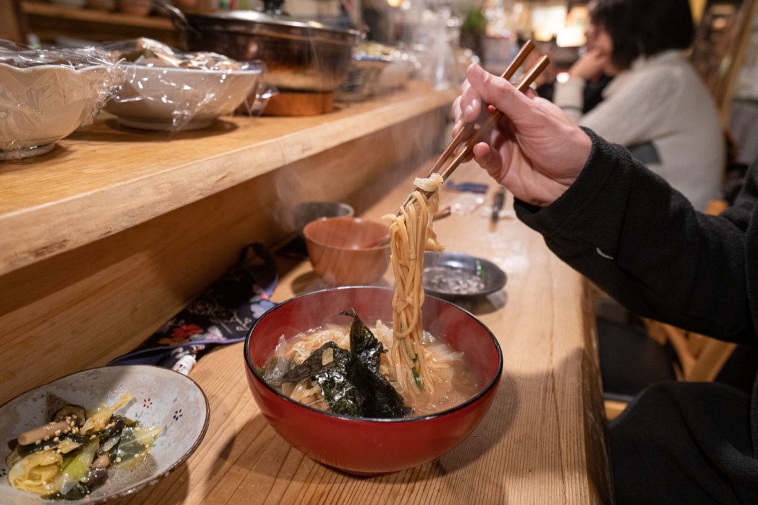 Ramen miso au riz brun au restaurant végétalien Megumi, Osaka