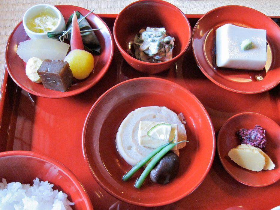 Repas végétarien japonais au temple Shigestu, Kyoto