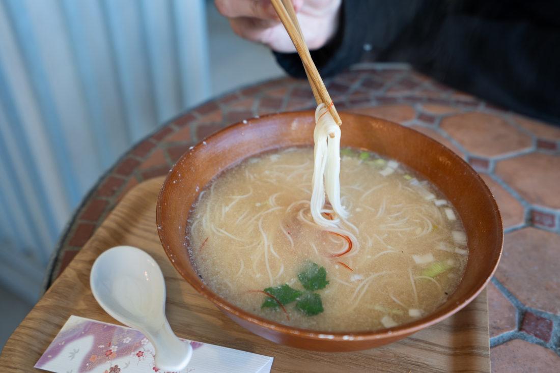 Soupe végétarienne aux nouilles miso somen au Peace Kawaguchiko