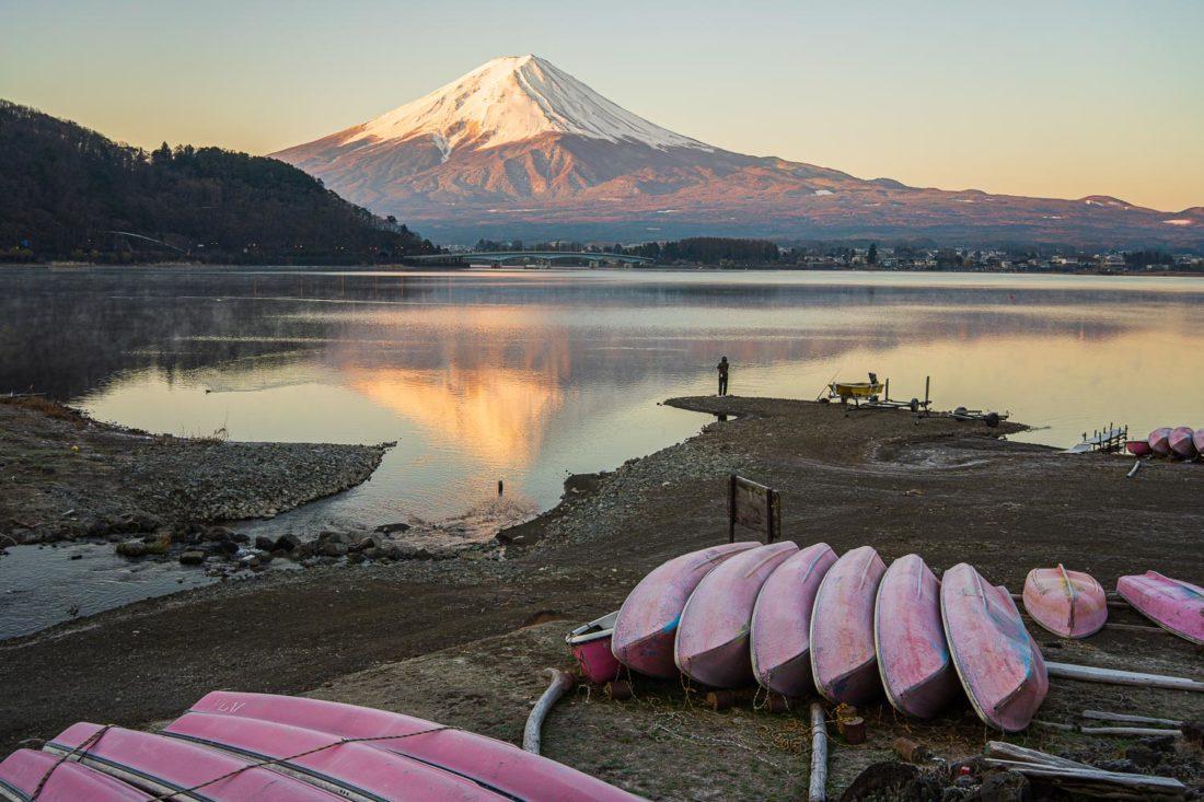 Mont Fuji au lever du soleil sur le lac Kawaguchiko rive nord