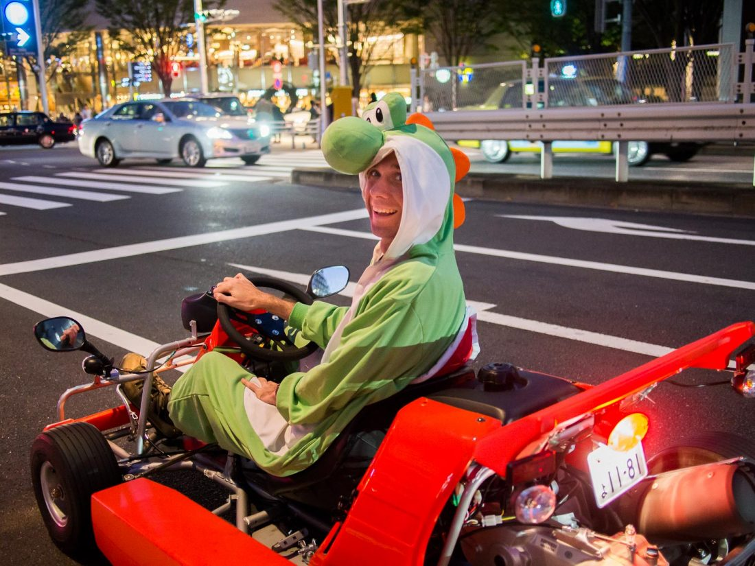 Simon déguisé en Yoshi lors de notre expérience Maricar à Tokyo