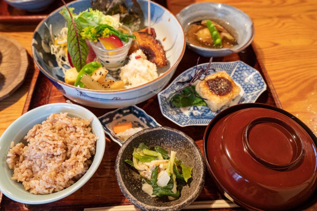 "Menu végétarien à Yasai-Shokudo Koyama à Okayama au Japon ""width ="" 1100 ""height ="" 733"