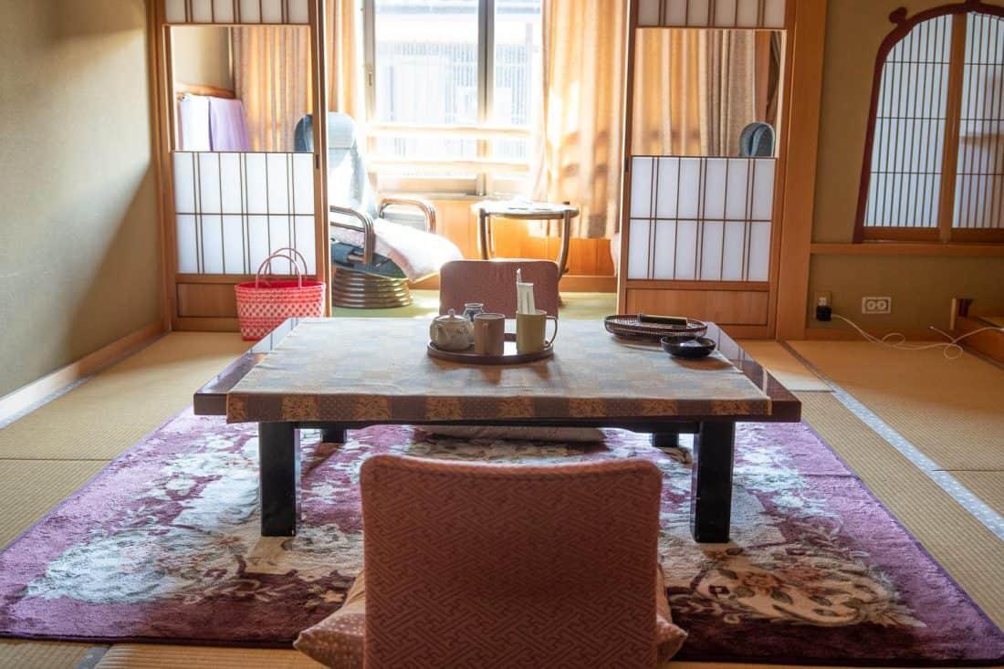 Notre salle de tatami au Morizuya Ryokan à Kinosaki Onsen, Japon
