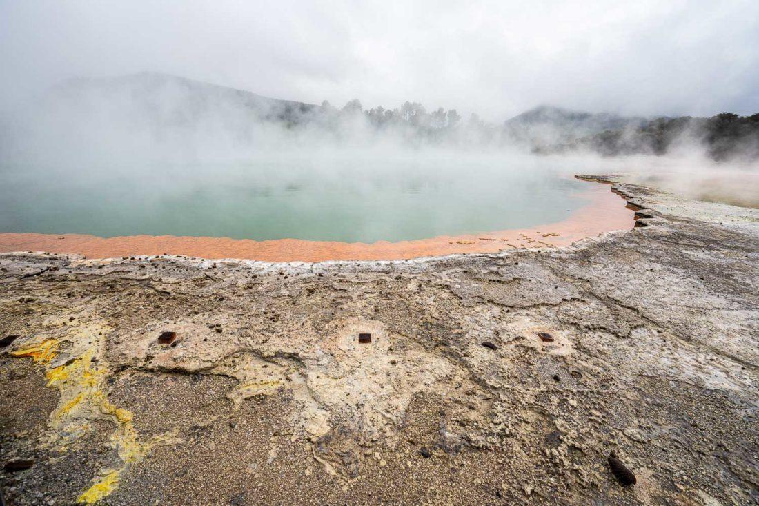 Champagne Pool à Wai o Tapu géothermique près de Taupo et Rotorua en Nouvelle-Zélande