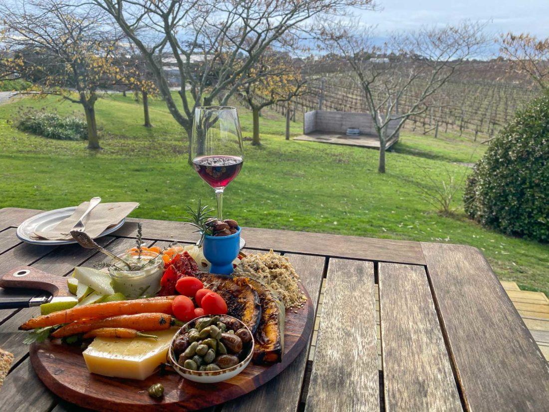 Déjeuner à plat au Te Awanga Estate, Hawke's Bay