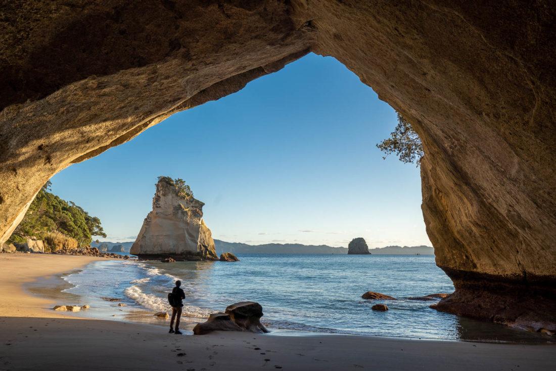 Cathedral Cove est un incontournable lors d'un road trip sur l'île du Nord en Nouvelle-Zélande