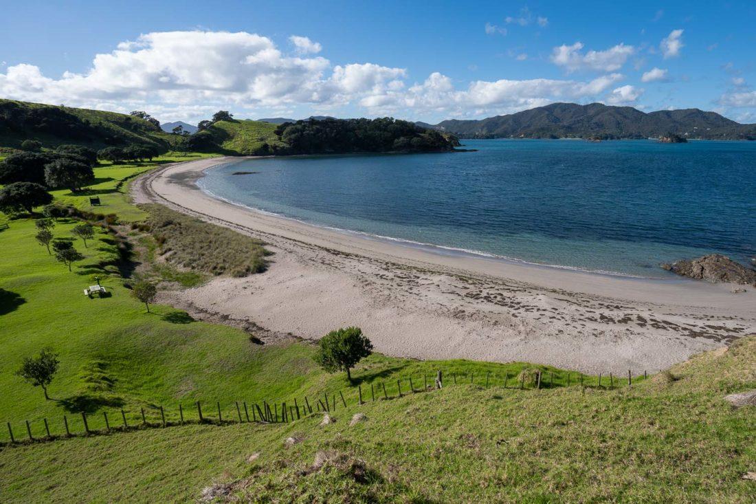 La plage de la baie d'Urupukapuka sur l'île d'Urupukapuka