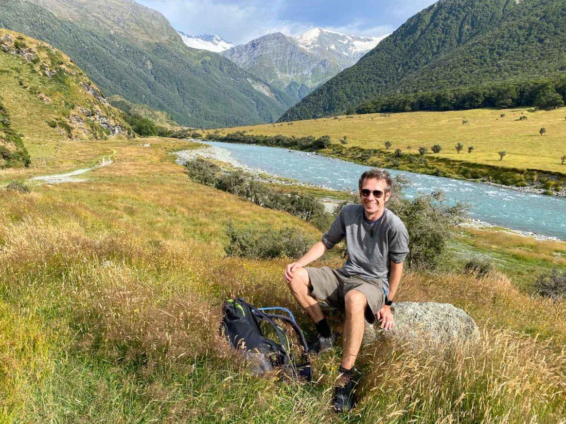 Simon en randonnée dans le parc national du mont Aspiring