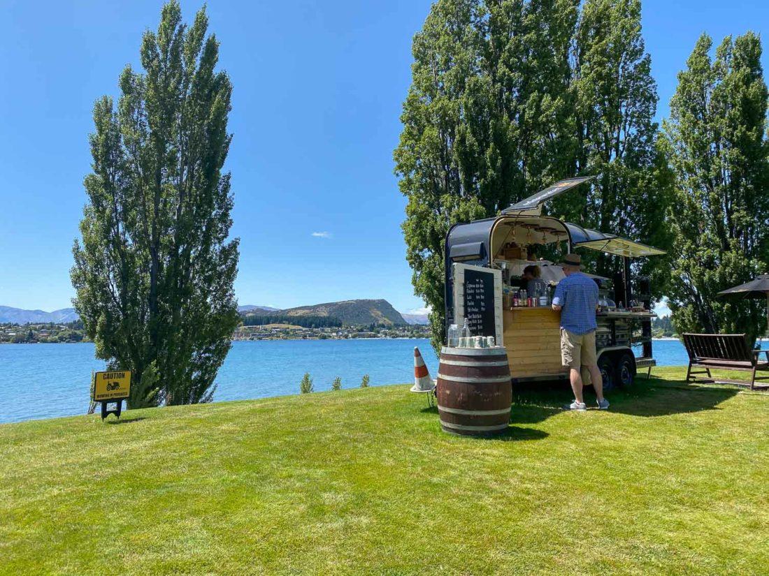 Chariot de café à Edgewater Hotel, Wanaka
